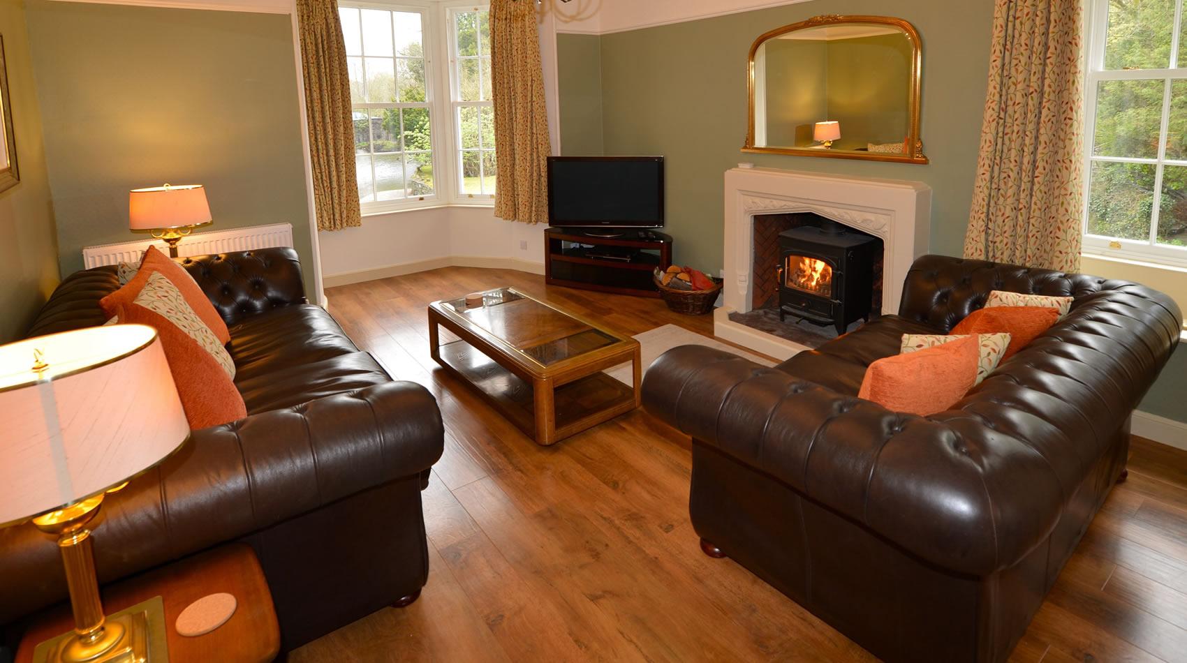 thelodge-livingroom